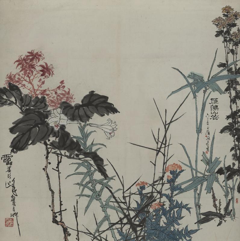 间隔使用,亦将冷暖色调以对比形式分布画面,一棵意笔的墨叶红花,