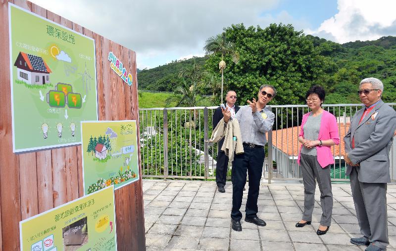 政務司司長林鄭月娥今日(七月十六日)出席香港傷健協會賽馬會傷健營優化營舍啟用典禮。圖示林鄭月娥(右二)參觀營舍設施。