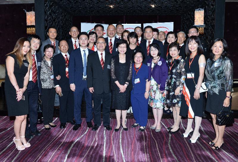 政務司司長林鄭月娥(前排右六)昨日(八月十五日)與約一百位在越南胡志明市生活和工作的港人會面,向他們介紹香港的最新發展。他們來自香港中華總商會、越南香港商會,以及香港‧越南商會。