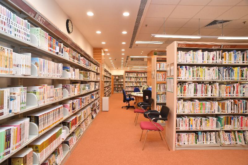 粉嶺南公共圖書館明日(八月二十三日)起開放予市民使用,為區內居民提供多元化的圖書館服務。圖示粉嶺南公共圖書館內的成人圖書館。