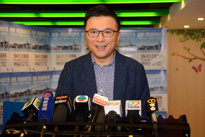 署理財政司司長陳家強今日(九月四日)上午在跑馬地香港青少年服務處成和青少年中心,為二○一六年立法會換屆選舉投票後會見傳媒。