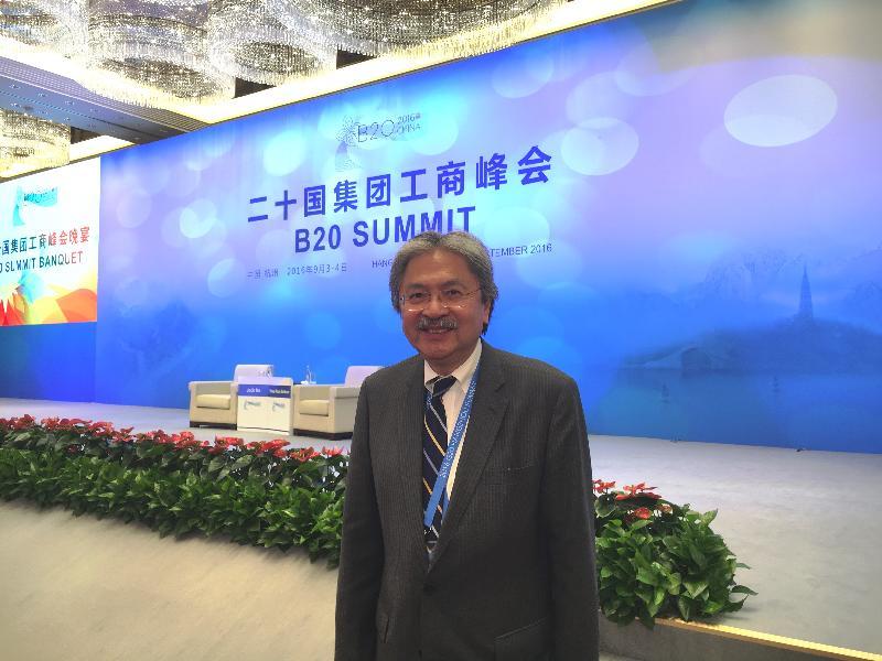 財政司司長曾俊華昨日(九月三日)在杭州,以中華人民共和國代表團成員身分出席二十國集團工商峰會。