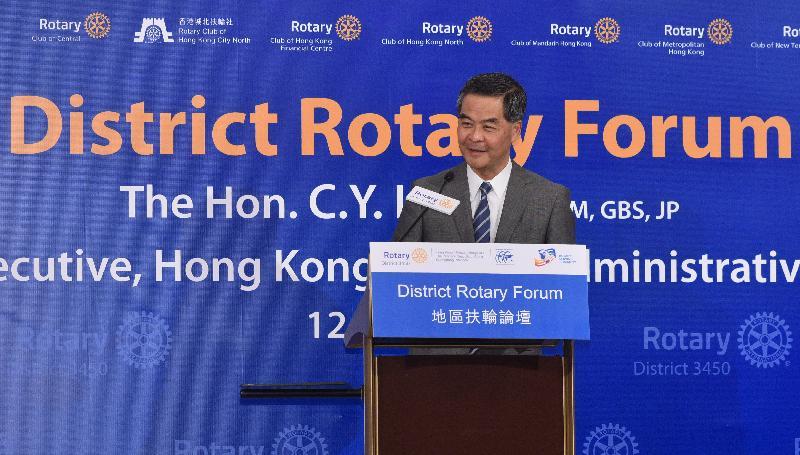 行政長官梁振英今晚(十月十二日)在地區扶輪論壇上致辭。