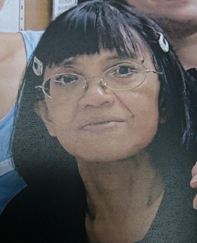 五十八歲女子董靄慈,身高約一點五米,體重約四十公斤,瘦身材,長面型,黃皮膚及蓄短直黑髮。她最後露面時身穿藍色短袖上衣及藍色牛仔褲。