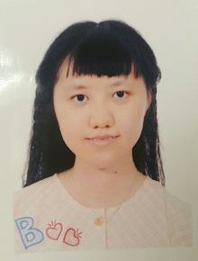Chan Ka-wan, aged 21, is about 1.57 metres tall, 45 kilograms in weight and of thin build. She has a pointed face with yellow complexion and long straight black hair. She was last seen wearing a white short-sleeved T-shirt, light blue sleeveless denim, blue sandals and carrying a pink backpack.