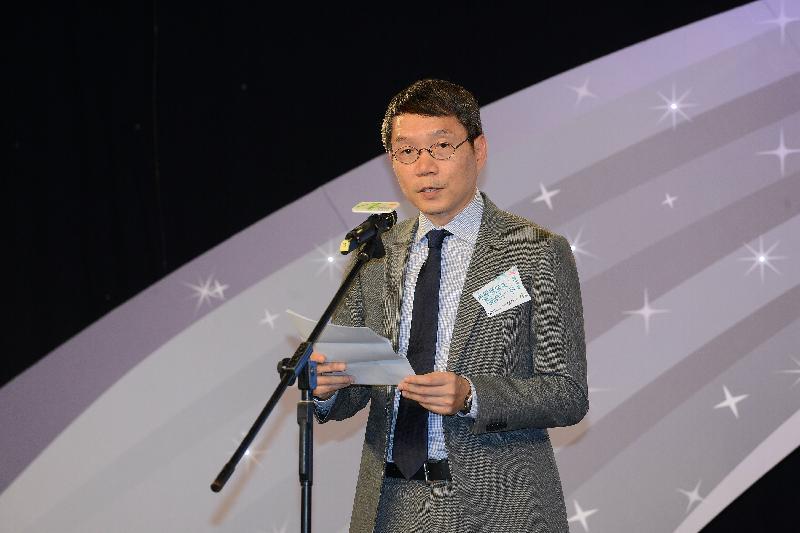 微電影《流星飛過後許願前的一秒》傳媒分享會今日(十月二十六日)在香港電台一號錄音室舉行。圖示勞工處處長陳嘉信在分享會致辭。
