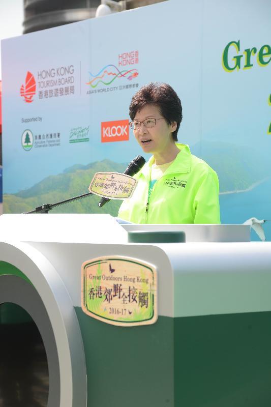 政務司司長林鄭月娥今日(十一月五日)上午在山頂出席「香港郊野全接觸2016」起步禮,並在典禮上致辭。