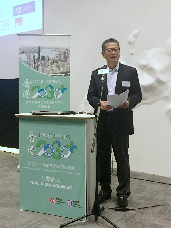 發展局局長陳茂波今日(十一月十二日)在中環展城館出席《香港2030+:跨越2030年的規劃遠景與策略》專業學會論壇,並在論壇上致辭。