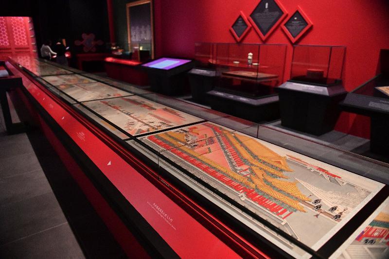 「宮囍--清帝大婚慶典」展覽今日(十一月二十九日)於香港文化博物館開幕。圖為展覽中展示的其中兩冊《載湉(光緒)大婚典禮全圖冊》的冊頁。