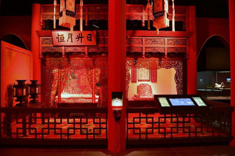 「宮囍--清帝大婚慶典」展覽今日(十一月二十九日)於香港文化博物館開幕。圖為展覽中展示的模擬坤寧宮東暖閣,讓參觀者了解清帝及皇后的新房。