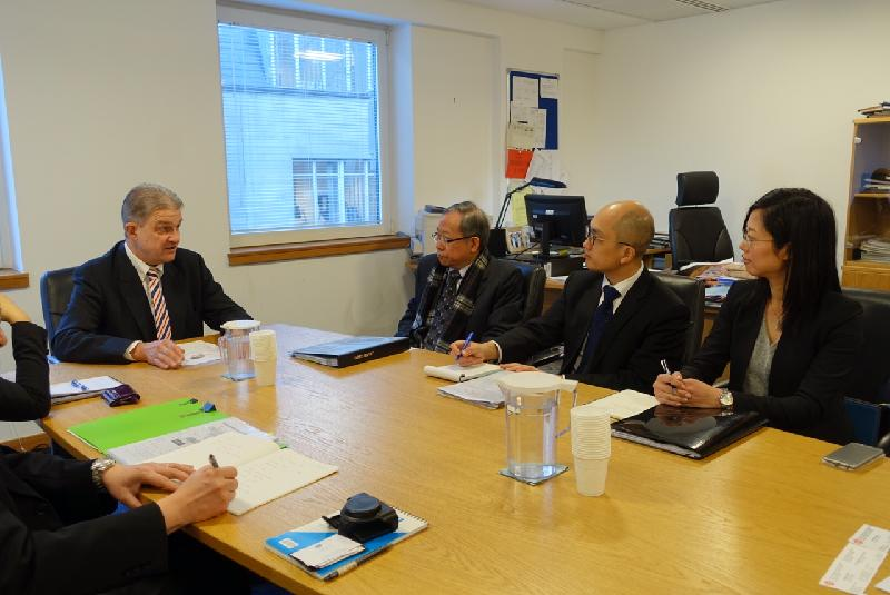 The Secretary for Security, Mr Lai Tung-kwok (second left), meets with the President of the Upper Tribunal (Immigration and Asylum Chamber), Mr Justice Bernard McCloskey (first left), in London today (November 29, London time).