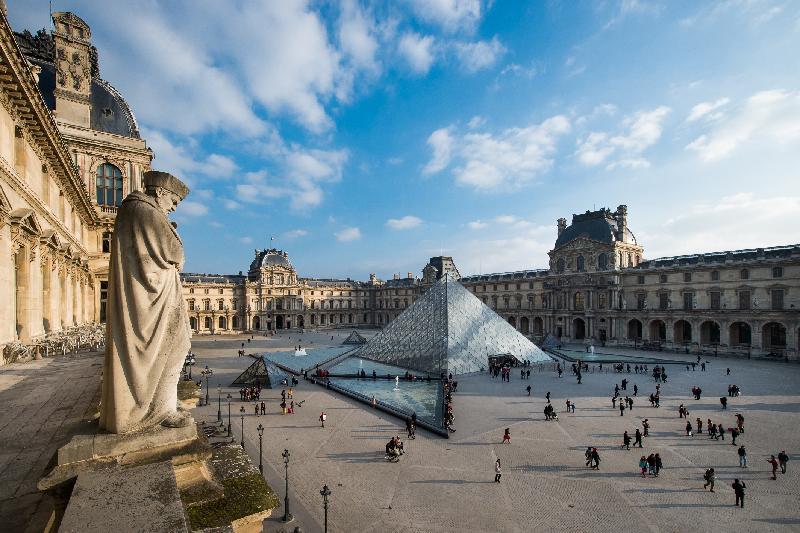 特區成立二十周年的慶祝活動將於二○一七年全年舉行,重點項目包括康樂及文化事務署與「法國五月」和法國羅浮宮於四月至七月合辦的「羅浮宮︰從皇宮到博物館的八百年」展覽。©Musée du Louvre, dist. RMN-Granc Palais/Olivier Ouadah ©I.M. Pei/ Musée du Louvre