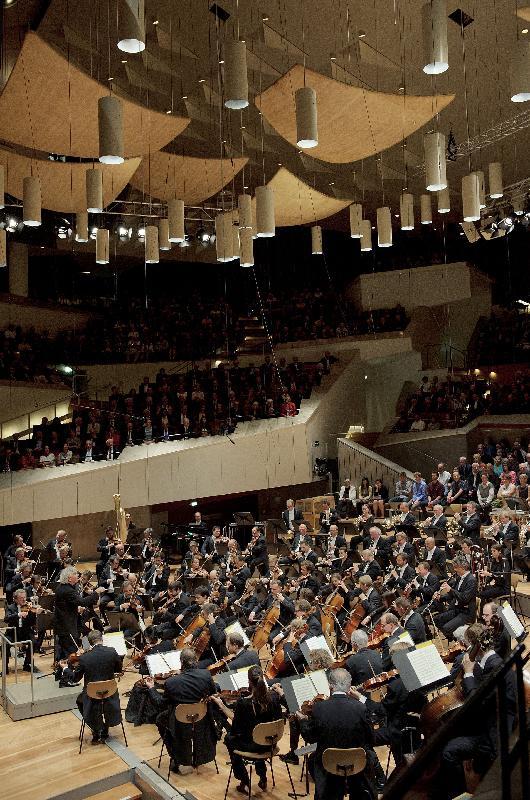 慶祝特區成立二十周年的演藝活動多不勝數,包括世界首屈一指的柏林愛樂樂團於明年十一月在香港文化中心舉行兩場音樂會。