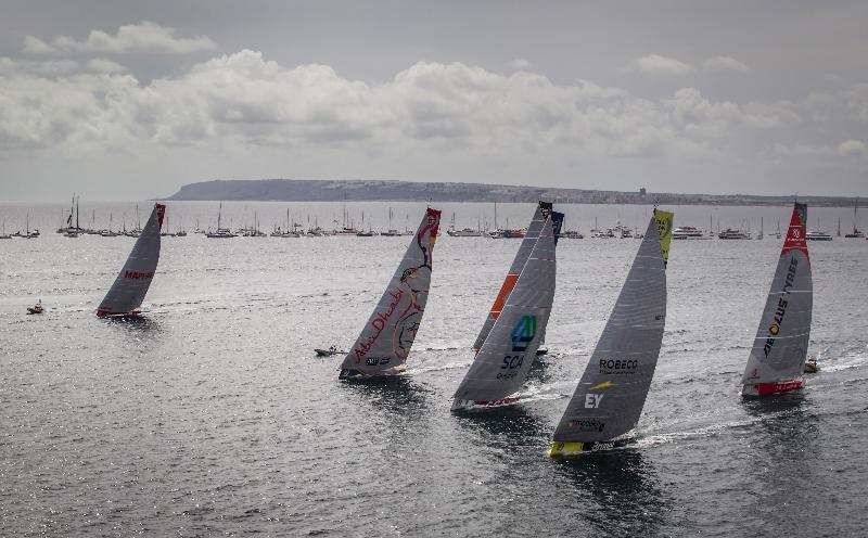 慶祝特區成立二十周年的大型體育活動包括富豪環球帆船賽,這是世界第二大的帆船賽,並獲公認為全球難度最高的帆船挑戰賽。香港將有史以來首次成為這項舉世知名賽事的其中一站。