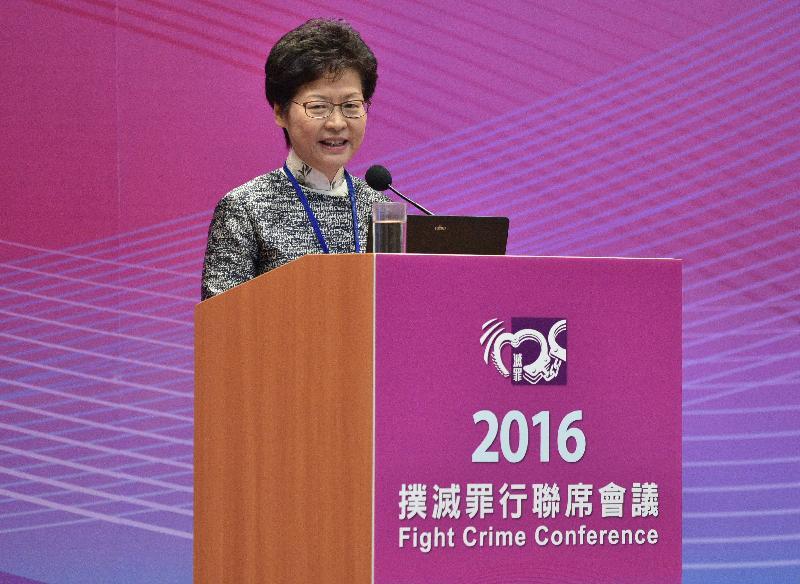 政務司司長林鄭月娥今日(十二月十日)在添馬政府總部舉行的二○一六年撲滅罪行聯席會議上致辭。