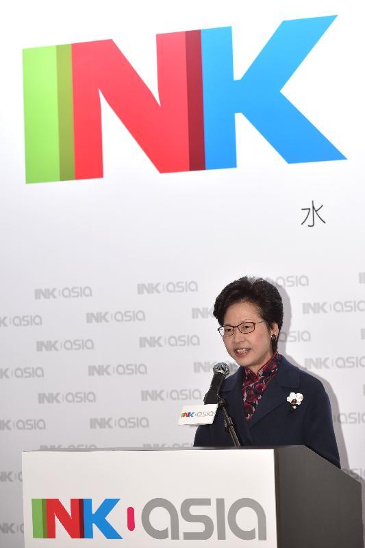 政務司司長林鄭月娥今日(十二月十五日)傍晚在香港會議展覽中心出席水墨藝博2016開幕禮,並在開幕禮上致辭。