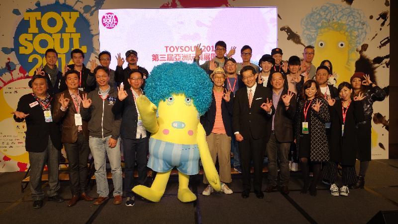 商務及經濟發展局局長蘇錦樑(前排右四)今日(十二月十六日)在「TOYSOUL亞洲玩具展2016」開幕禮上與嘉賓合照。