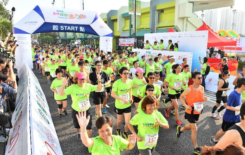 第六屆全港運動會「全城躍動活力跑」及嘉年華今日(一月八日)在沙田城門河畔舉行,吸引超過五千五百名市民參加。