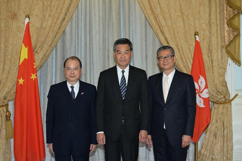 行政長官梁振英今日(一月十六日)與新任政務司司長張建宗及新任財政司司長陳茂波合照。