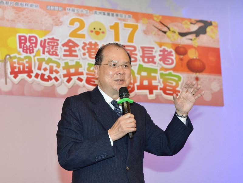 政務司司長張建宗今日(一月十六日)傍晚在香港工會聯合會舉辦的「2017關懷全港獨居長者與您共晉團年宴」上致辭。