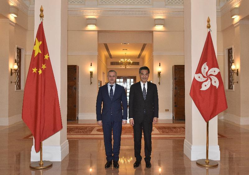 行政長官梁振英(右)今日(一月十六日)下午在禮賓府與訪港的白俄羅斯第一副總理瓦西里.馬秋舍夫斯會面。