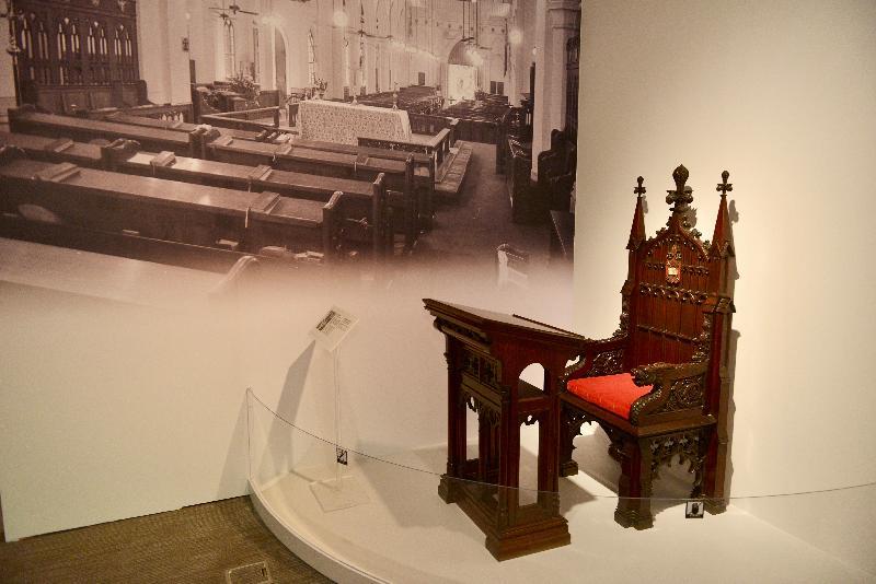 《時代‧憶記──活在香港歷史建築》展覽今日(一月十九日)於香港文物探知館開幕。圖為展覽中展示的聖約翰座堂第一代的主教座。