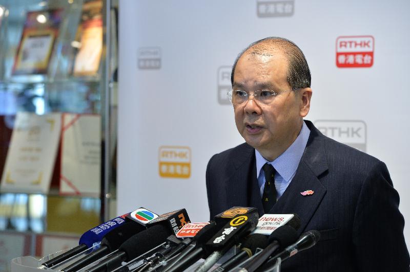 政務司司長張建宗今早(一月二十日)出席電台節目後會見傳媒。