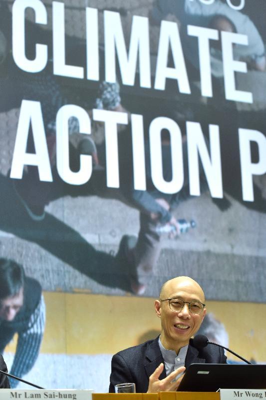 環境局局長黃錦星今日(一月二十日)在公布《香港氣候行動藍圖2030+》的記者會上,講述政府應對氣候變化的中長期工作及二○三○年的碳排放減排目標。