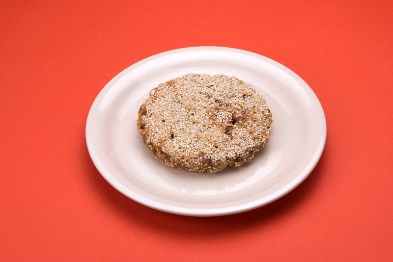 圖中一款煎堆每100克含有約57克糖,即進食一件(約110克)便已超過建議每日糖攝入量。