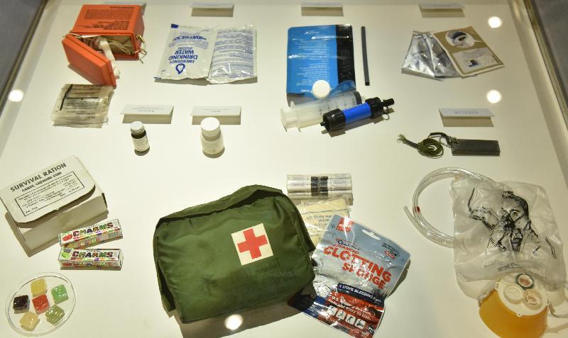 「香港起飛‧夢成真」展覽今日(二月九日)於香港科學館揭幕。圖示小型飛機「香港起飛」的緊急救生裝備。