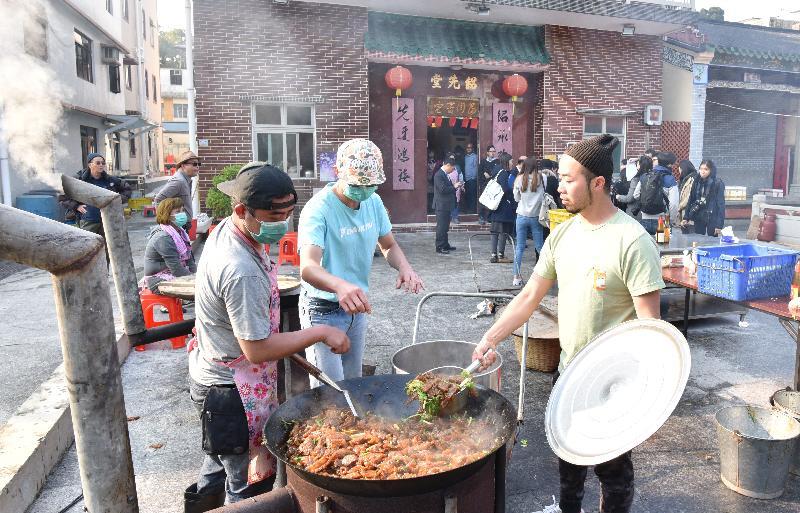 "Photo shows the making of ""sek pun"" by the Tang Clan in Tai Po Tau Tsuen."