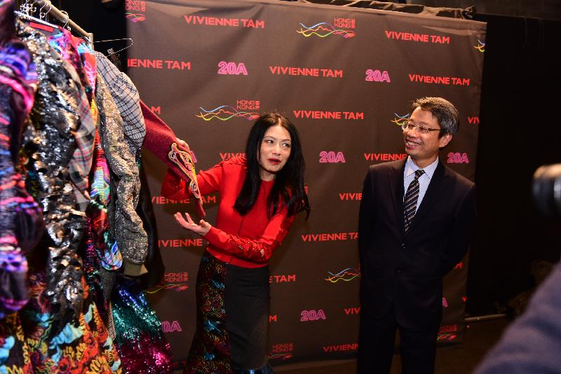 International fashion designer Vivienne Tam (left) introduces her latest Hong Kong-themed collection at its launch in New York Fashion Week today (February 15, New York time). Looking on is Hong Kong Commissioner for Economic and Trade Affairs, USA, Mr Clement Leung (right).