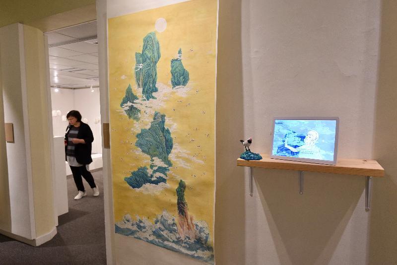 藝術推廣辦事處轄下香港視覺藝術中心明日(二月十八日)至二月二十七日舉行「藝術專修課程2016─17畢業展」,在香港視覺藝術中心展出二十四位畢業生的創作成果。圖示許朗慧水墨畫作品《石中花 》。