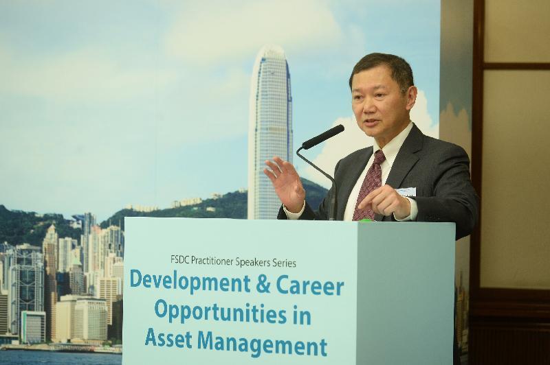 中航資信(香港)有限公司執行副總裁兼資產管理主管劉卓衡今日(二月二十二日)在「資產管理業的發展及就業機遇」就業論壇上,向參加者闡述資產管理業概況和就業機遇。