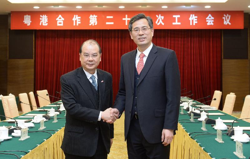 The Chief Secretary for Administration, Mr Matthew Cheung Kin-chung, led a delegation to attend the 22nd Working Meeting of the Hong Kong/Guangdong Co-operation Joint Conference in Guangzhou this afternoon (February 23). Photo shows Mr Cheung (left) shaking hands with the Vice-Governor of Guangdong Province, Mr He Zhongyou.