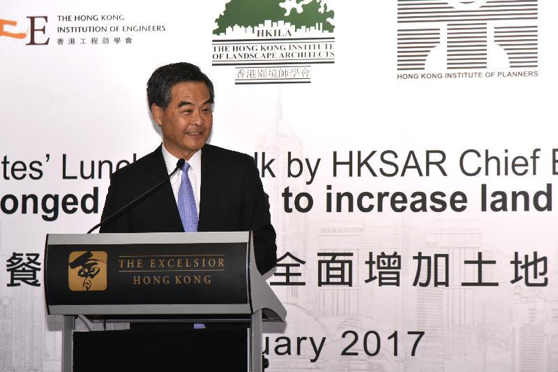 行政長官梁振英今日(二月二十四日)出席由香港建築師學會、香港工程師學會、香港園境師學會、香港規劃師學會和香港測量師學會聯合主辦的午餐演講,並發表演說。