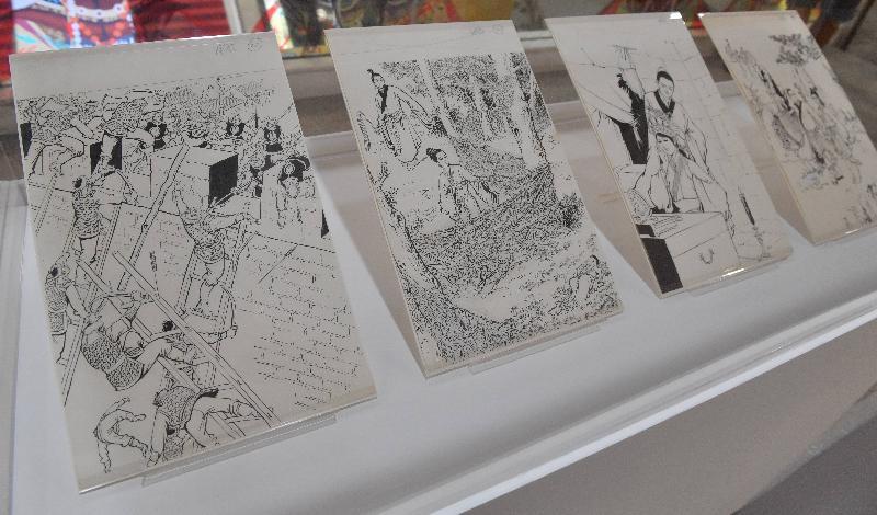 全港首個以著名作家查良鏞博士(筆名金庸)為主題的常設展館——「金庸館」,今日(二月二十八日)在香港文化博物館揭幕。為配合「金庸館」開幕,博物館由三月一日至二十七日在一樓聚賢廳舉行「繪畫.金庸」專題展覽,展出金庸小說插圖原稿及不同畫家筆下的金庸武俠世界。