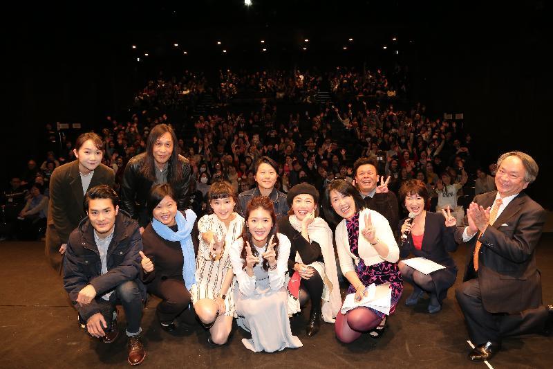 香港駐東京經濟貿易首席代表翁佩雯(前排左二)今日(三月十日)與參與日本大阪亞洲電影節的香港電影人和其他嘉賓合照。