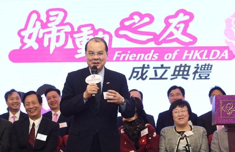 政務司司長張建宗今日(三月十一日)出席香港婦女動力協會慶祝三八國際婦女節聯歡晚會執委會就職典禮暨「婦動之友」成立典禮。圖示張建宗在典禮上致辭。