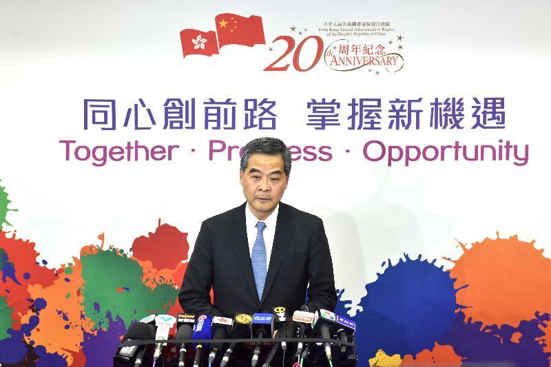 行政長官梁振英今日(三月十三日)下午在北京會見傳媒。