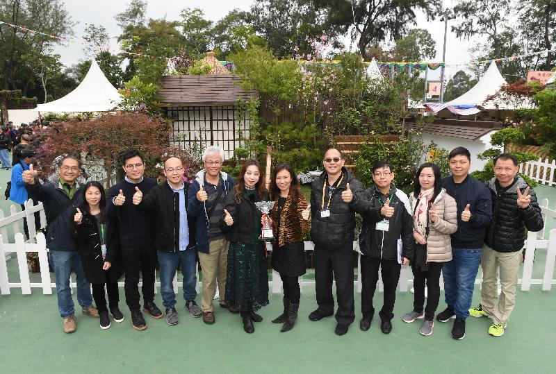 二零一七年香港花卉展覽現於維多利亞公園舉行,場內展出康樂及文化事務署東方園圃及西方園圃比賽的得獎園圃。東方園圃比賽的冠軍是西貢區的「花見之愛」,由該分區康樂事務辦事處的員工設計。