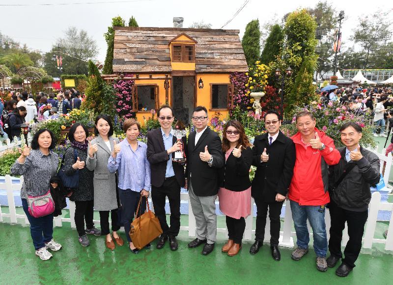 二零一七年香港花卉展覽現於維多利亞公園舉行,場內展出康樂及文化事務署東方園圃及西方園圃比賽的得獎園圃。由油尖旺分區康樂事務辦事處員工設計的「雷杜德的花卉角落」奪得西方園圃比賽冠軍。