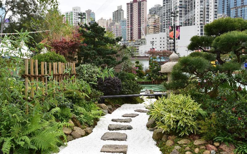 二零一七年香港花卉展覽現於維多利亞公園舉行,場內展出康樂及文化事務署東方園圃及西方園圃比賽的得獎園圃。東方園圃的「環保優勝盃」獎項由荃灣區的「日式禪園」奪得。