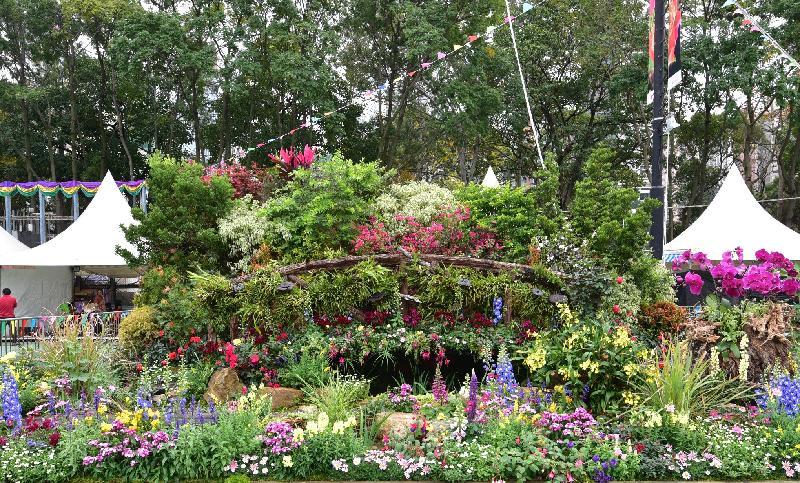 二零一七年香港花卉展覽現於維多利亞公園舉行,場內展出康樂及文化事務署東方園圃及西方園圃比賽的得獎園圃。西方園圃的「環保優勝盃」獎項由屯門區的「『愛』樂園」奪冠。