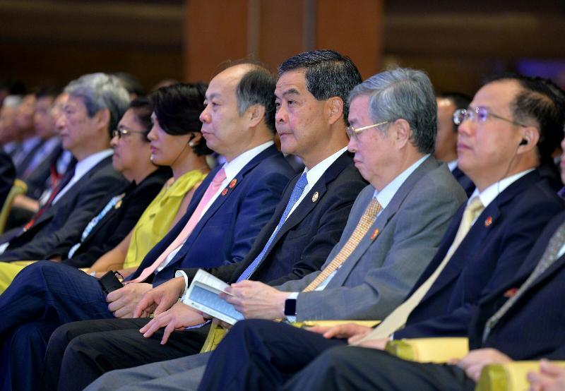 行政長官梁振英(右三)今日(三月二十五日)在海南出席博鰲亞洲論壇2017年年會開幕式。今屆年會的主題是「直面全球化與自由貿易的未來」。