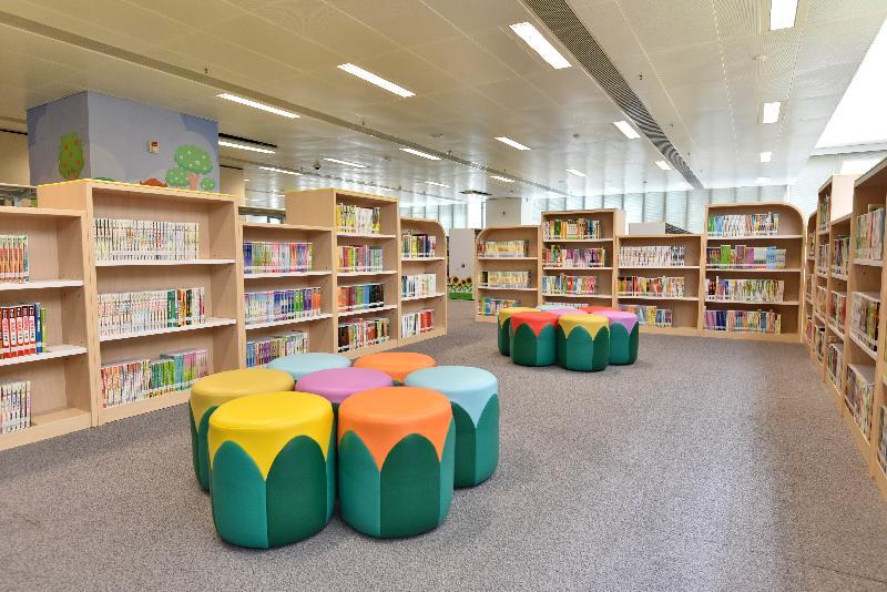 圓洲角公共圖書館明日(三月三十日)起開放予市民使用。圖示圓洲角公共圖書館內兒童圖書館一角。