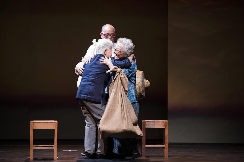 「社區口述歷史戲劇計劃——沙田區」足本總結演出《沙田四世代》四月底在沙田大會堂上演.該計劃透過一系列工作坊,蒐集沙田區長者的親身經歷和珍貴回憶,然後把所得的口述資料寫成劇本,讓長者在舞台上親身演繹他們的故事。