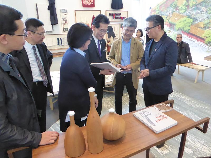 "The Secretary for Commerce and Economic Development, Mr Gregory So (third right), yesterday (April 4, Milan time) toured the ""Confluence‧20+ Creative Ecologies of Hong Kong"" exhibition at the Milan Design Week 2017 and looked at the art pieces presented by the design talent in Hong Kong."