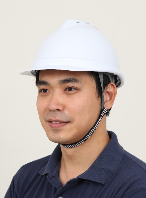 勞工處會推出一系列新措施,包括連同職業安全健康局推出安全帽連帽帶資助計劃,鼓勵工人正確使用安全帽。