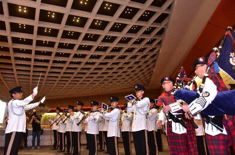 「國際軍樂匯演」集多支中外軍樂團七月在香港體育館演出。圖示香港警察樂隊於今日(四月十二日)在「國際軍樂匯演」新聞發布會上演出。